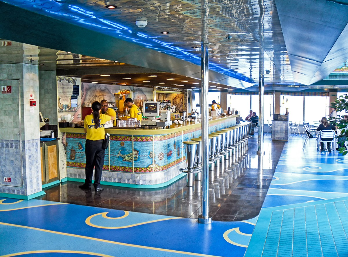 Costa Fortuna - Bar Lido Colombo (Deck 9)
